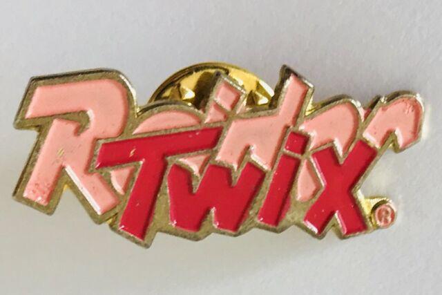 Pink Twix Strawberry Chocolate Bar Retro Pin Badge Vintage (D7)