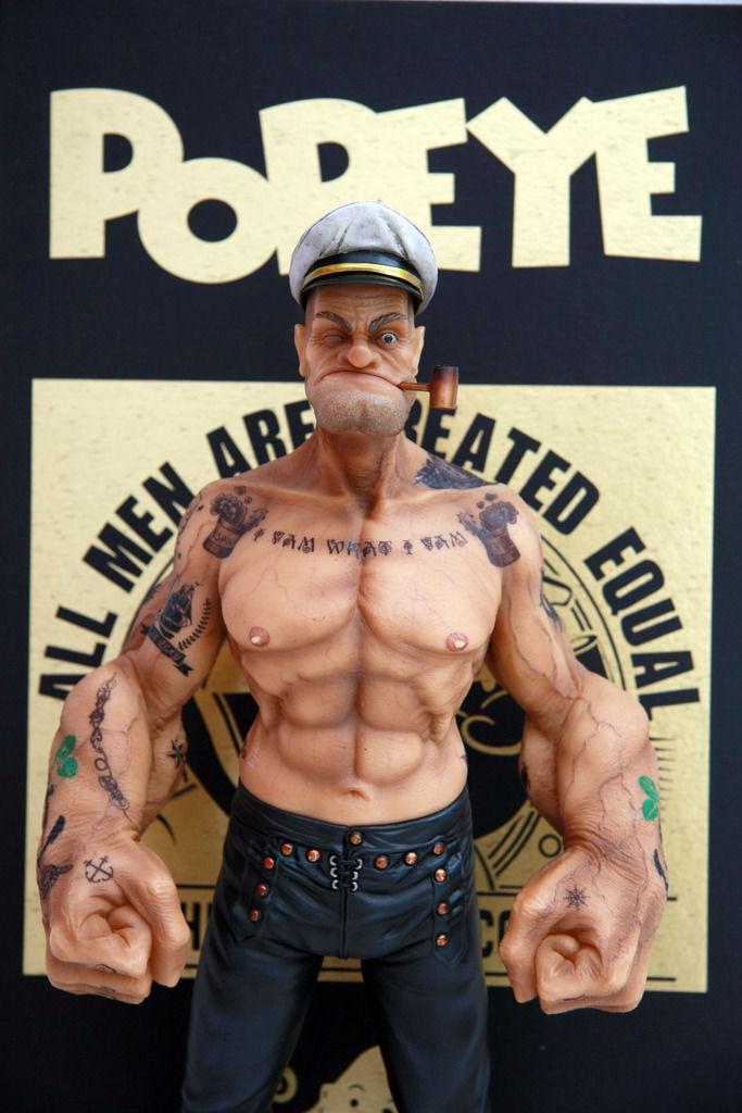figura de 16 De Popeye El Marino De Resina Estatua realista con cuerpo tatuado en Stock