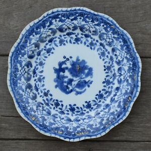 A-antique-chinese-blue-and-white-dish-with-molded-rim-period-of-Qianlong