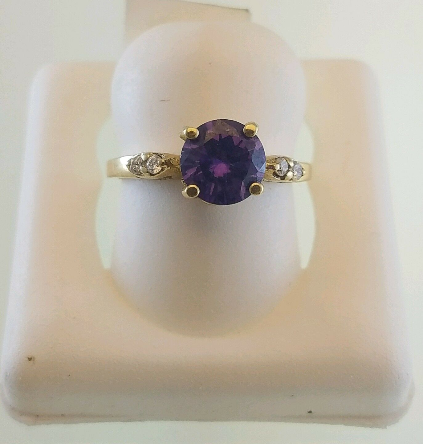 14KT YELLOW gold RING WITH purple CUBIC ZIRCONIAZ AND 4 WHITE CZ SWAROSKI