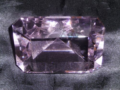 PINK CRYSTAL GLASS PAPERWEIGHT LARGE 10CM EMERALD SHAPED LUXURY QUALITY GIFT