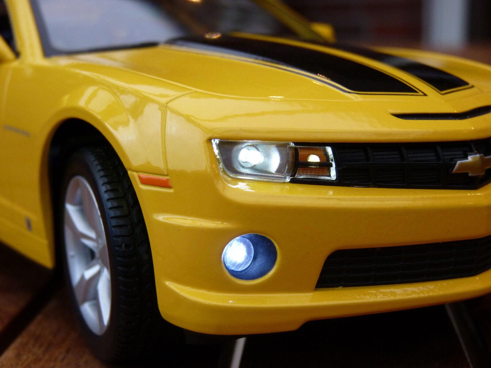 2010 Chevrolet Camaro SS RS con iluminación LED (Xenon) 1 18 maisto giallo
