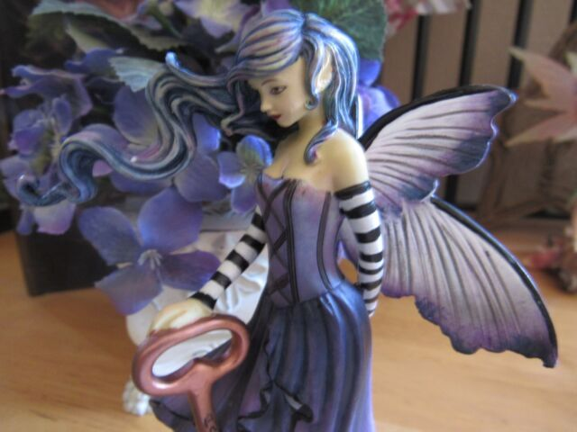 AMY BROWN Fairy Figurine KEY TO HAPPINESS Munro makers of Faerie Glen Fairies.