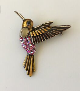 Vintage-Hummingbird-Pin-Brooch-In-Enamel-on-gold-tone-metal-with-crystals