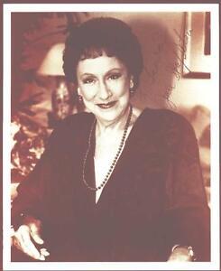 Jean-Stapleton-Actress-Signed-8-034-x-10-034-Photo-COA-UACC-RD-036