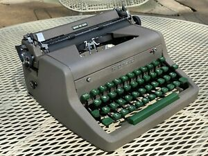 Vintage Royal Quiet DeLuxe Portable Typewriter With Case 1941 Canada