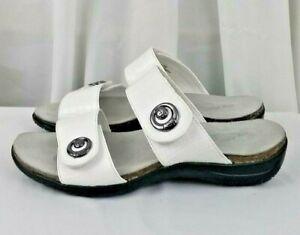 Easy Street Dory comfort wave white crocodile womens sandals shoes SZ 7.5W
