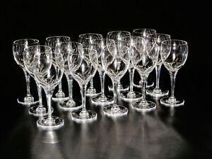 Lalique-Wine-Glasses-Tuileries-Panels-Cut-on-Lower-Half-of-Bowl-From-1960