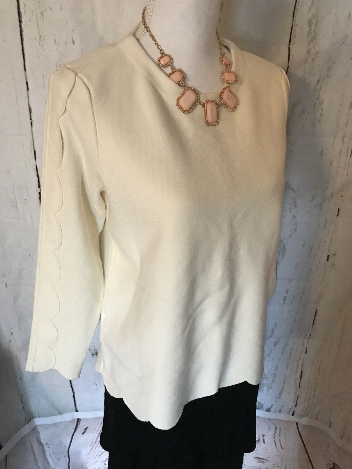 Ann Taylor Taylor Taylor Scalloped Crepe Long Sleeve Ivory Sweater Women's Size M NEW   98 5078e9