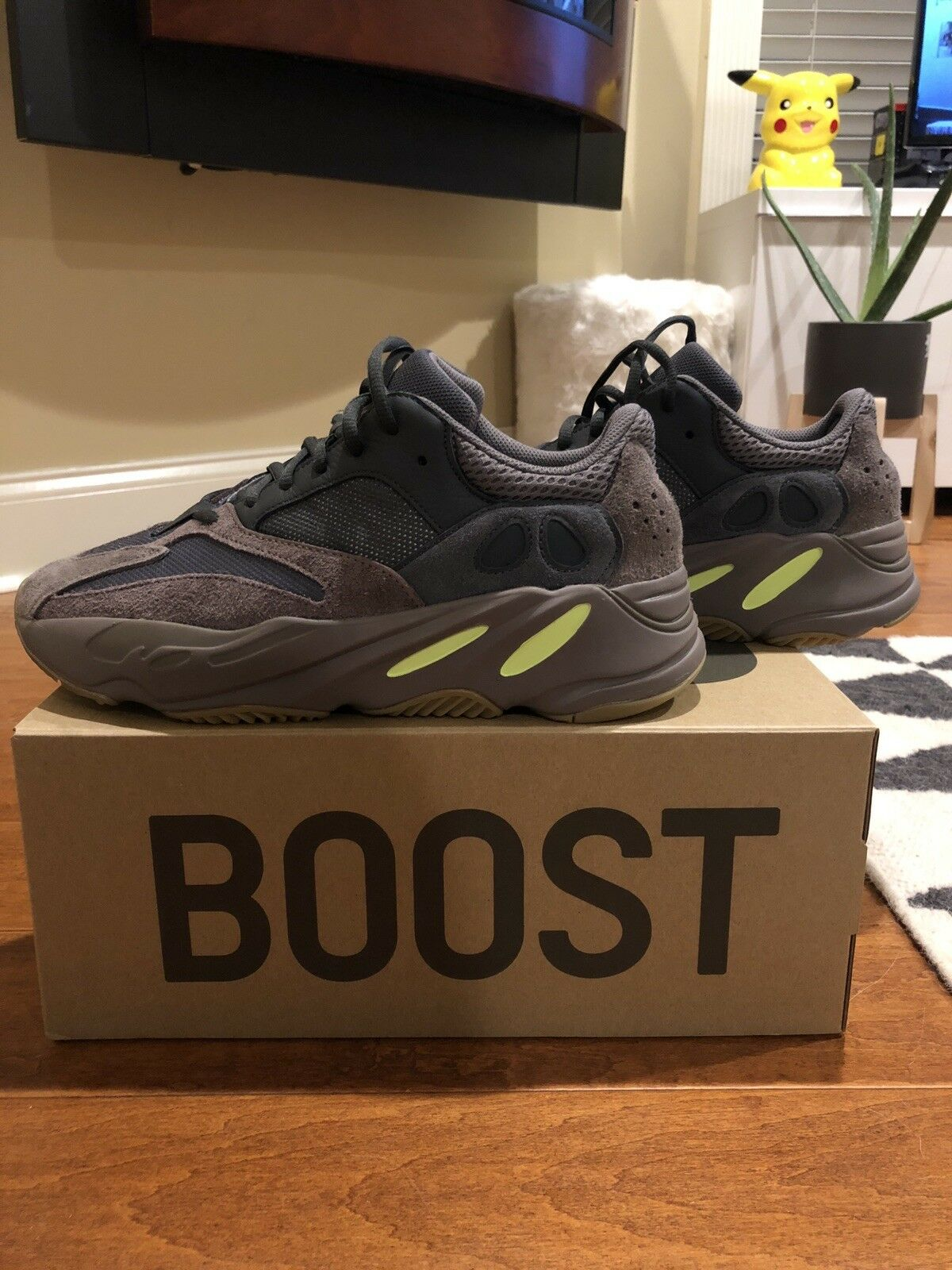 Authentique Yeezy Boost 700 mauve taille 10.5, BRAND NEW