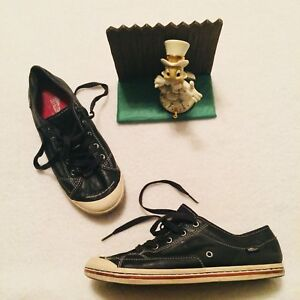afe4daeacd8d Women s Simple Black Leather Shoes Sneakers Size 9.5.. Very Nice ...
