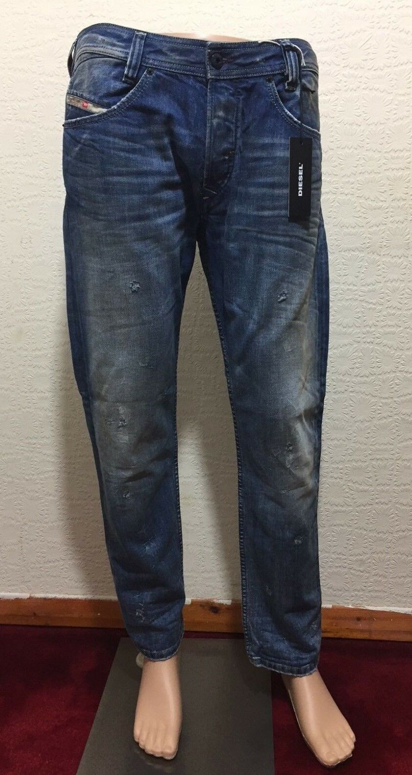 Diesel Limited Edition SLAMMER 0853E Slim-Straight Jeans. Made in . 29-32