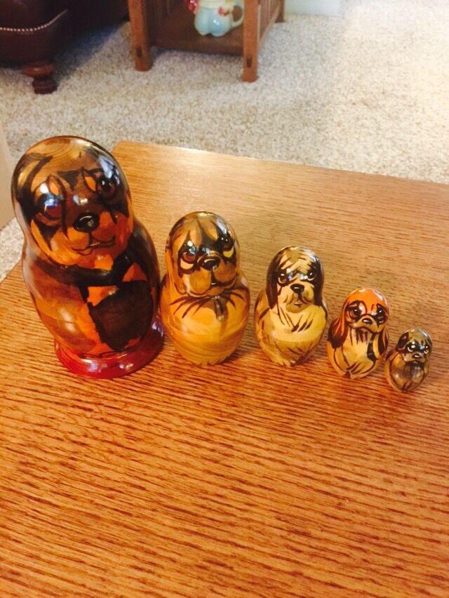 Russian  Nesting bambolas Dog  presa
