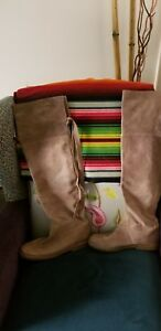 Womans-frye-boots-size-10-suede-distressed
