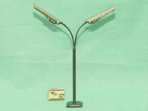 Peitschenlampe zweiarmig 105 mm NEU /& OVP Spielzeug Eisenbahn H0 TT Spur DDR