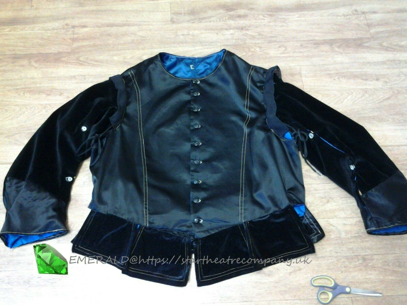 handmade velvet doublet renaissance ; tudor outfit ; adjustable