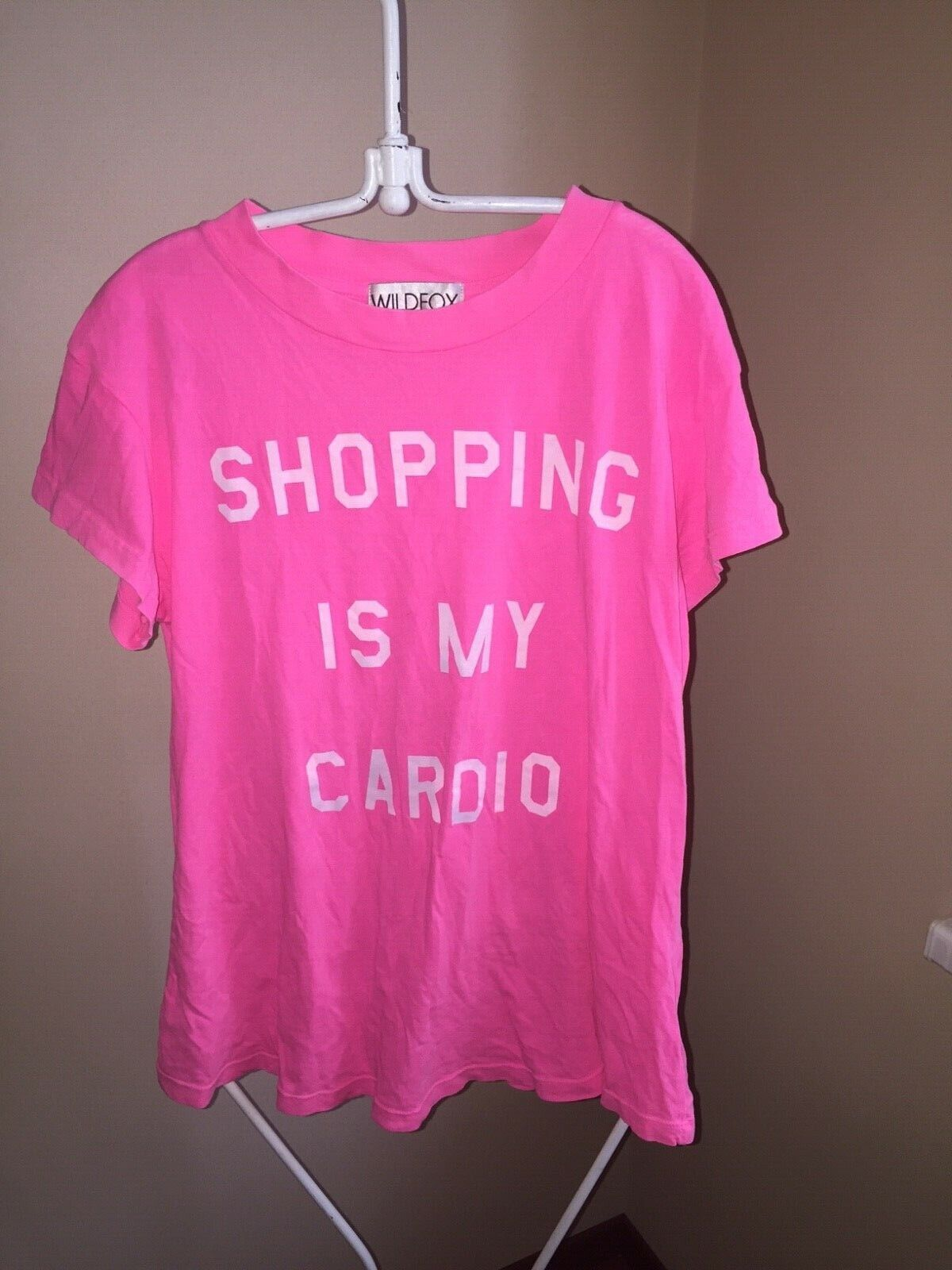 WILDFOX Famous Shopping Is My Cardio Neon Rosa T-Shirt MUST HAVE FOR FASHIONISTA