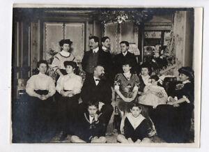 PHOTO-ANCIENNE-Portrait-Groupe-Famille-Vers-1900-Interieur-Salon-Riche-Bourgeois