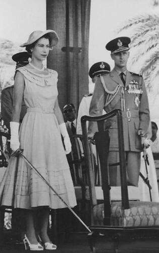 Queen Elizabeth II in Aden 1954 Queen of England 7x5 Inch Reprint Photo