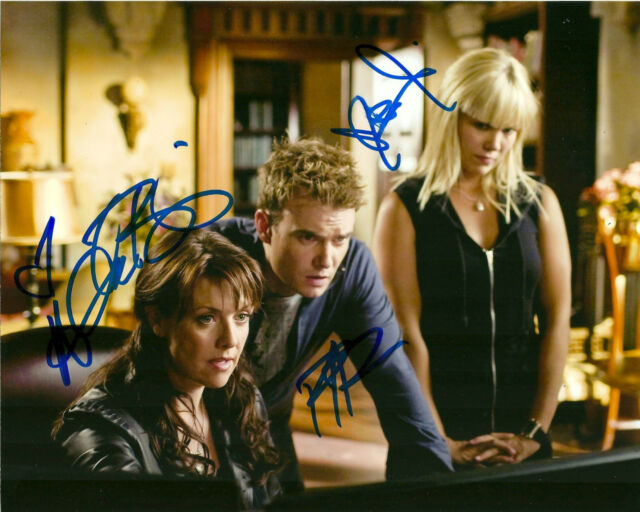 Sanctuary Cast photo Tapping Ullerup Dunne Autographed Signed 8x10 Photo COA