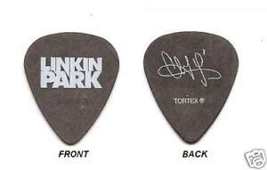 2-LINKIN-PARK-CHESTER-BENNINGTON-TOUR-GUITAR-PICK-PIC-039-S-YOU-GET-TWO