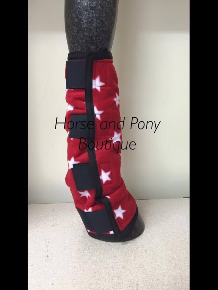 Cavallo in Pile Gamba Wraps rosso con stelle bianche Set di 4