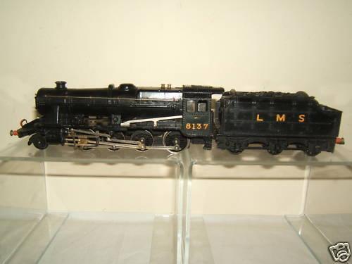 WRENN MODEL No.W2225  LMS 8F 2-8-0 No.8137 LOCO & TENDER