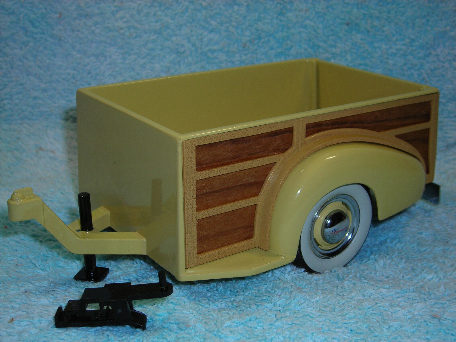 1 18 1939 TRAILER IN YELLOW\REAL WOOD BY MOTOR CITY CLASSICS.