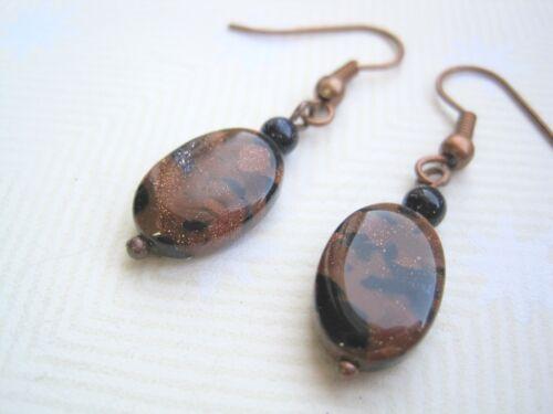 Oval tan /& Azul Goldstone Bead Sparkle Piedras Preciosas De Cobre Aros Colgantes Bolsa De Regalo