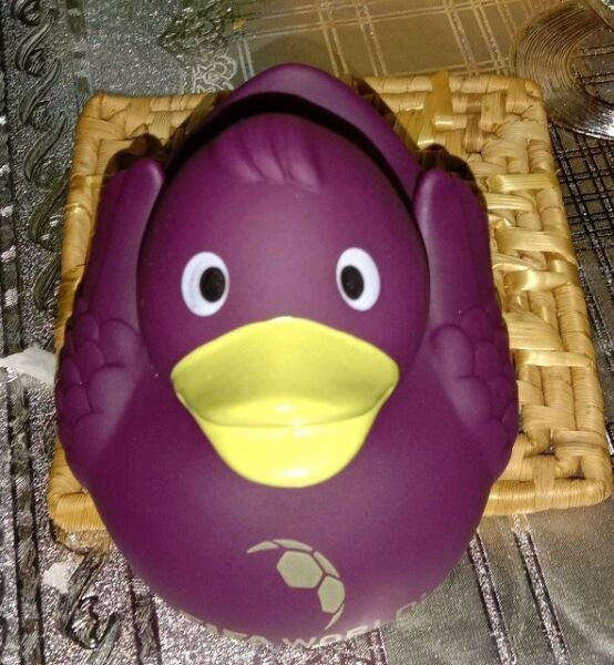Fifa Football Museum,zurich Purple Rubber Duck Official Merchandise Uitstekend In Kusseneffect