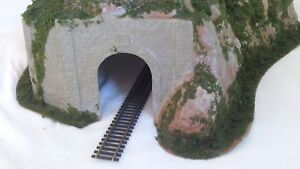 Woodland-Scenics-C1311-Big-Curved-Tunnel-15-5-x-26-size-approx-HO-00-Scale