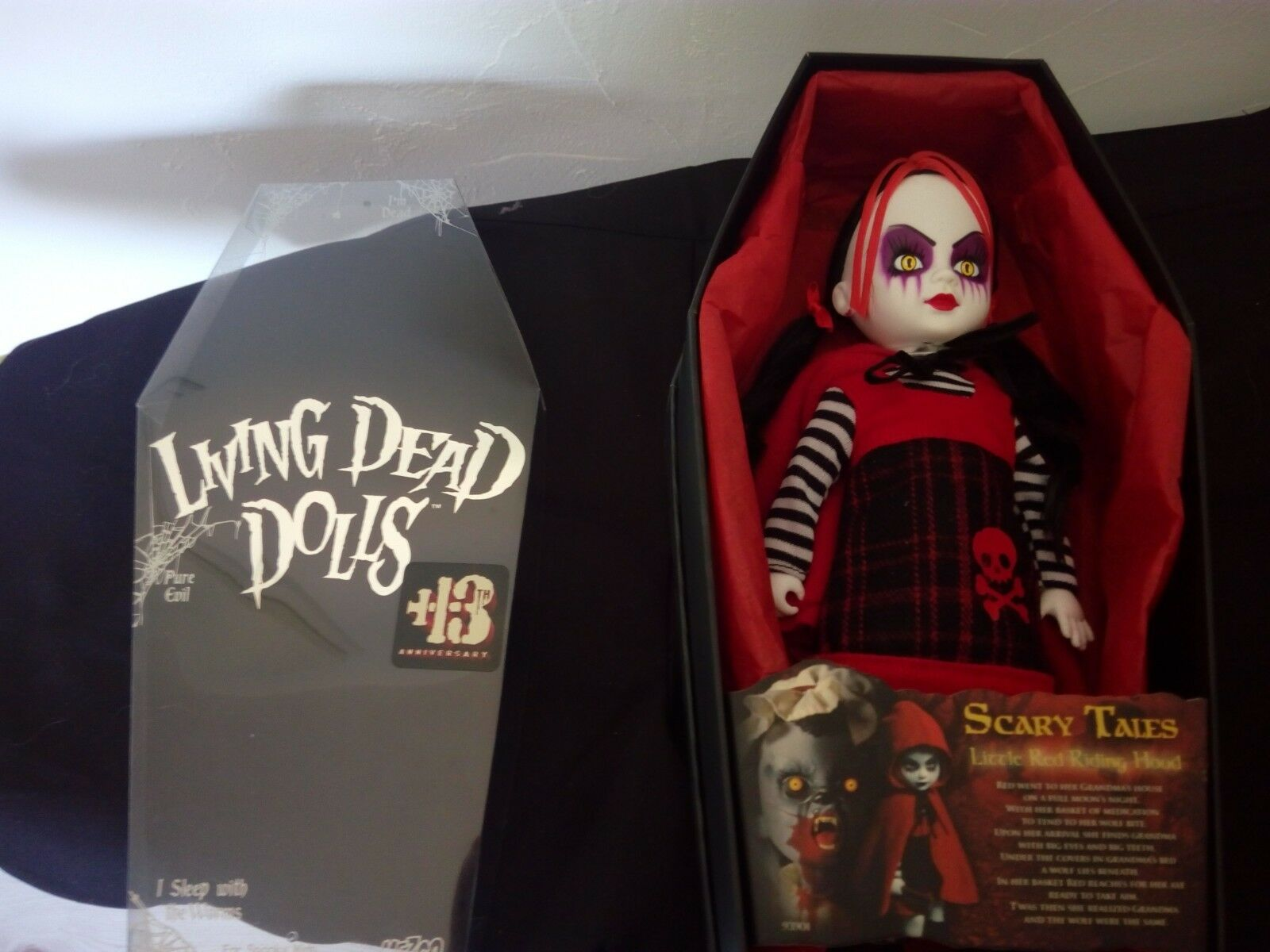 LIVING DEAD DOLLS SCARY TALES LE PETIT CHAPERON rot