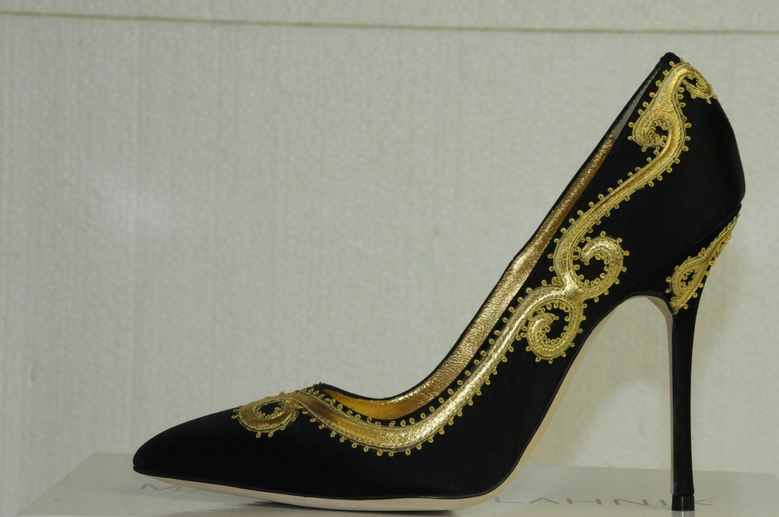 1165 New Manolo Blahnik TRASPUESTO Black Satin Satin Satin gold shoes Pumps BB Heels 39 40 f7ec3b