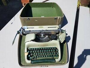 Vtg Army Green Voss Business Riter Portable Typewriter & Case