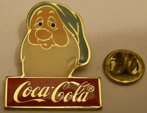 DISNEY-COCA-COLA-SLEEPY-DWARF-SNOW-WHITE-vintage-pin-badge