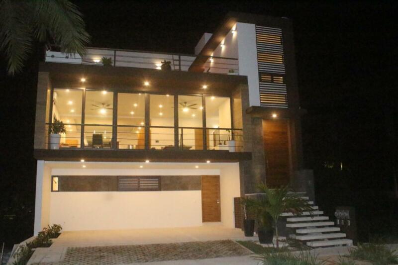 Casa en Venta Puerto Cancún cerca de la Playa con vista al Mar