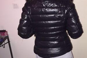 4b7224acae7 ... MONCLER-manteau-doudoune-courte-plume-T1-femme-36-