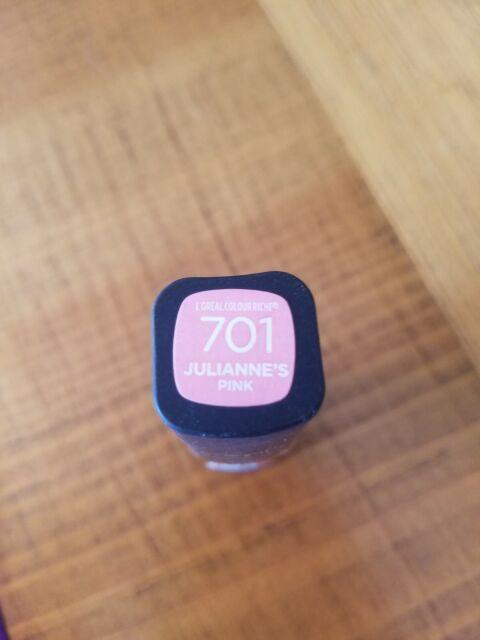 L'Oreal Colour Riche Collection Exclusive Lipstick Julianne's Pink 701 New