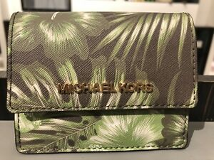 6099817c194d70 MICHAEL KORS PALM LEAF JET SET TRAVEL CARD CASE ID KEY HOLDER OLIVE ...