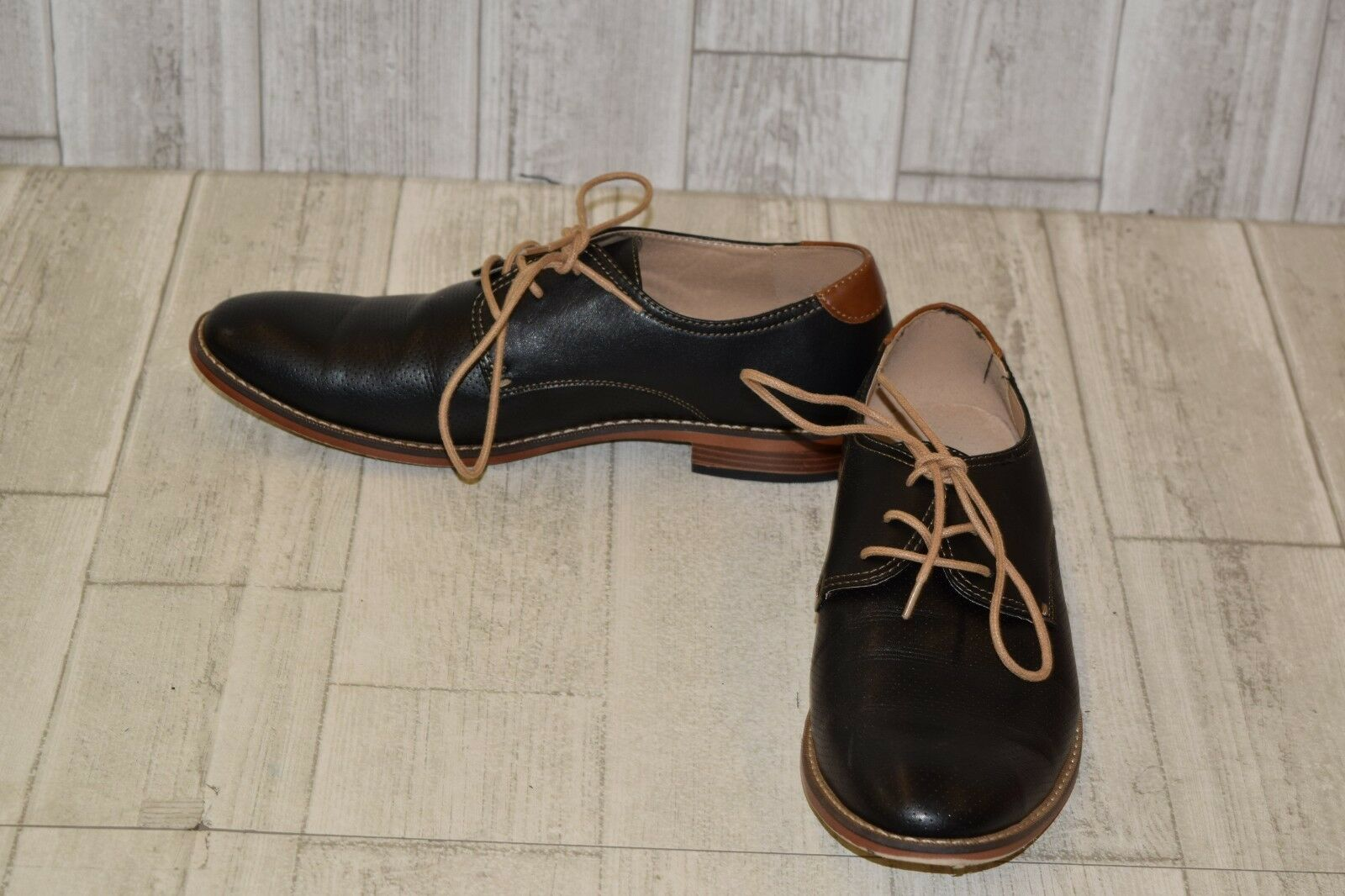 Madden M-Chelan Oxford-Men's Size 9.5M Black