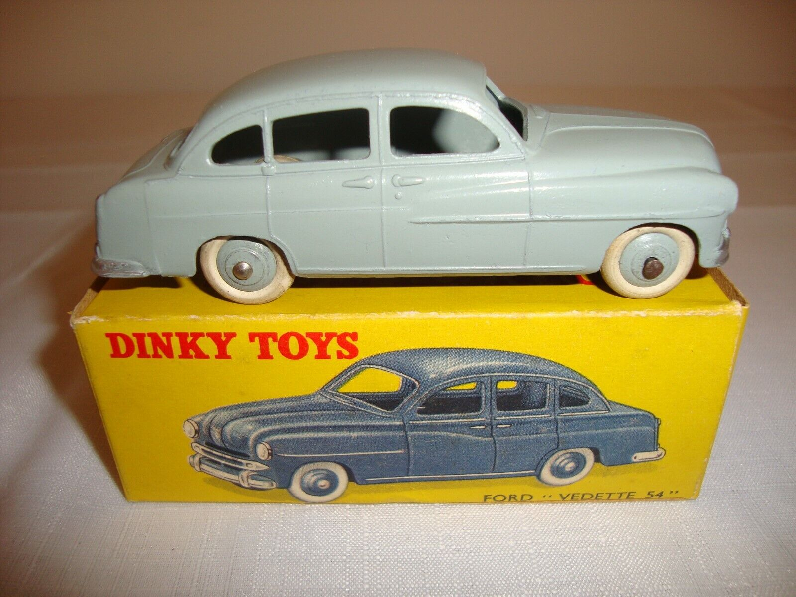 Original FRENCH DINKY 24X FORD  VEDETTE 54  - EXCELLENT in original BOX