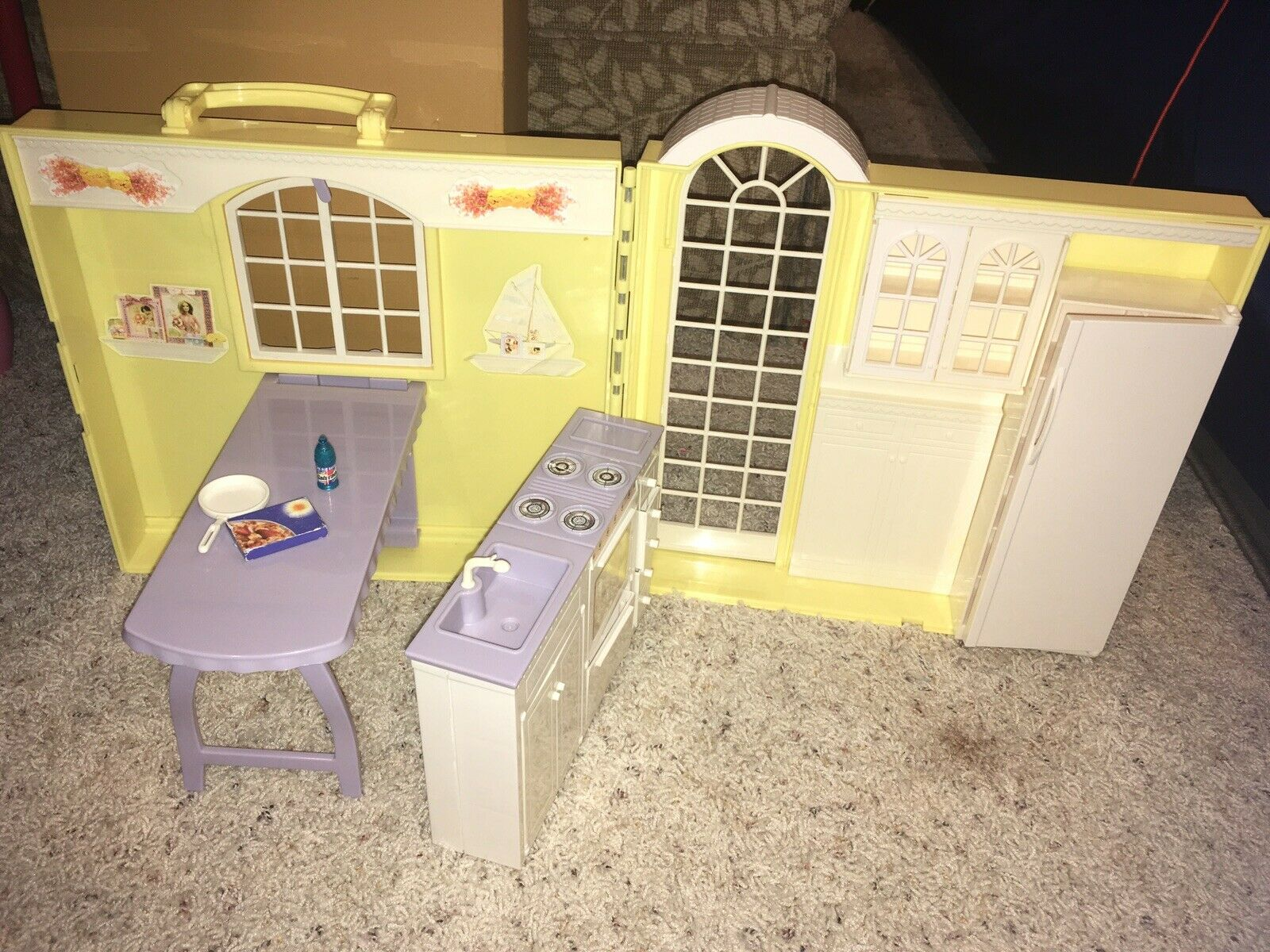 Barbie Happy Family  Grandma's Kitchen Foldable House