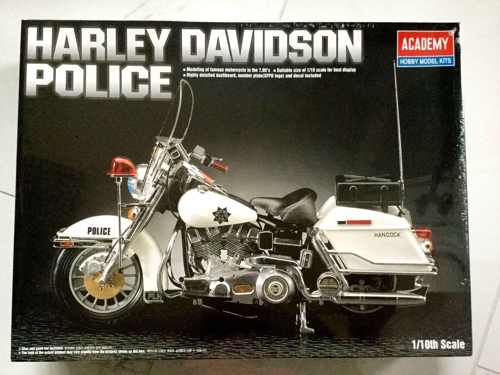 ACADEMY 1  10 HARLEY -DAVIDSON POLIS PLASTIC MOTORCYCLE KITTFAKTORN