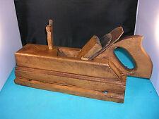 Outil ancien, rabot feuilleret à plate bande et grain d'orge, métiers du bois