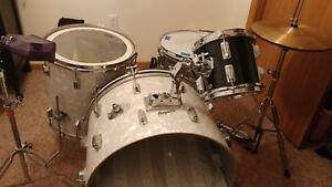 Vintage-Drum-Set-Rogers-034-Holiday-034-Kit-Sparkle-Wrap-Finish-Good-Condition