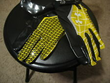 NEW UNDER ARMOUR ADULT XX-LARGE WARP SPEED FOOTBALL GLOVES-BLACK/YELLOW
