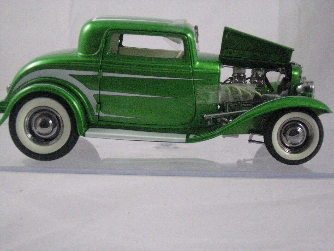 Acme 1932 Ford Grand National Series Green w White Scallops A1805011