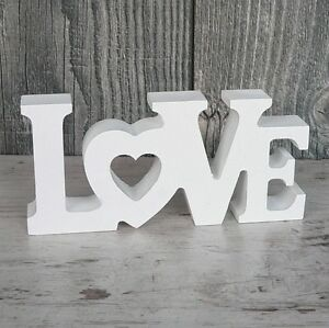 Schriftzug-LOVE-aus-Holz-14cm-weiss-Buchstaben-Wanddeko-Holzschild-Hochzeit-NEU