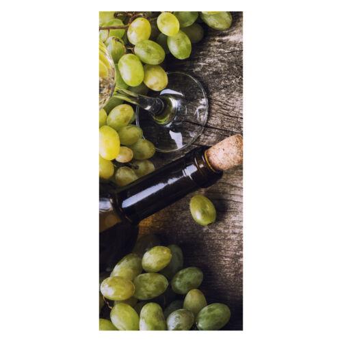 Türtapete Flasche Weißwein und Trauben auf einem alten Tisch Tapete,