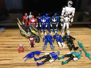 Vintage & Modern Power Rangers 14 Action Figure Lot & Cycle, Keys Accessories